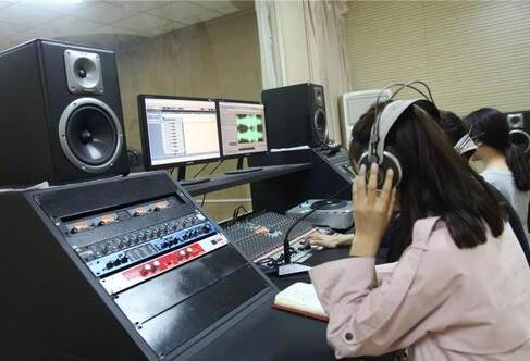 注重声音和吐字的品质才是播音主持训练的要点