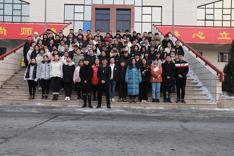 2018年甘肃联考西北师范大学体育馆合影