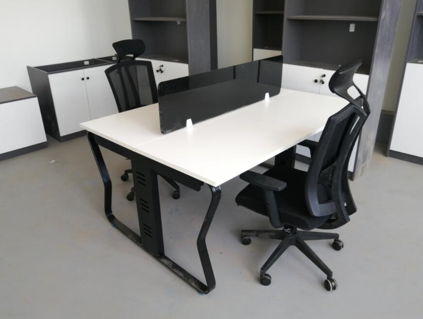 风景御园办公桌椅定制