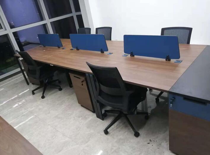 西北国金中心职员办公桌椅