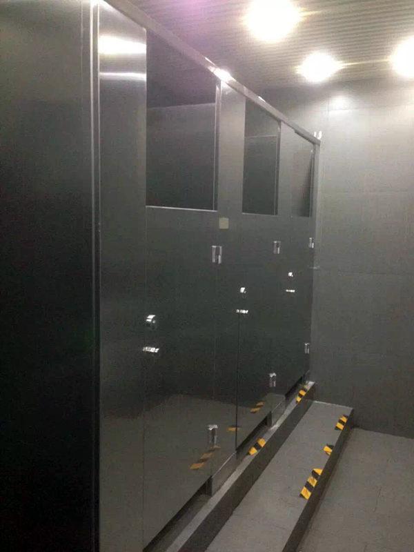 北京卫生间隔断安装
