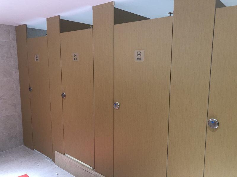 北京枫蓝国际办公楼天地式金属卫生间隔断