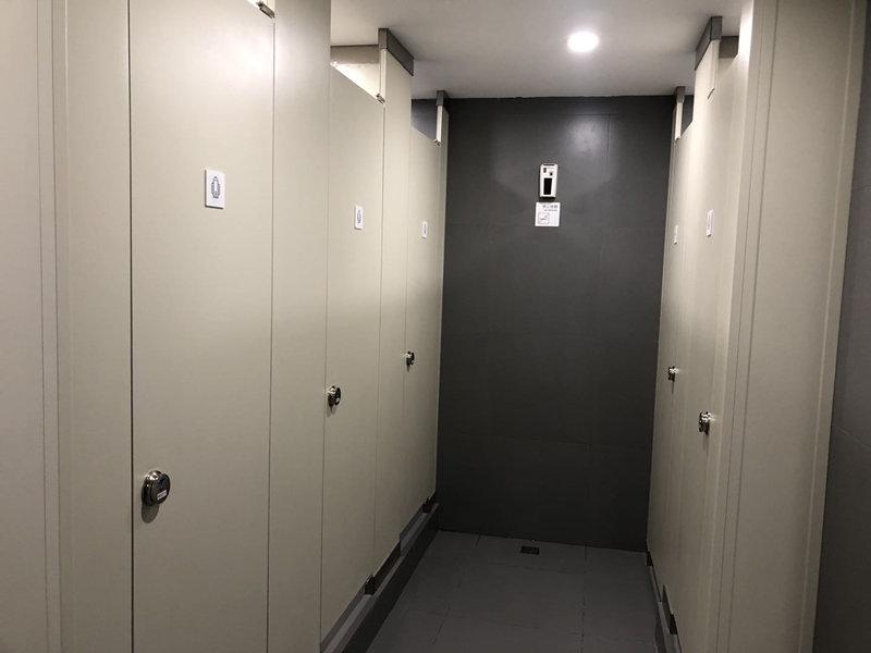 北京IT电子产业园天地式金属卫生间隔断