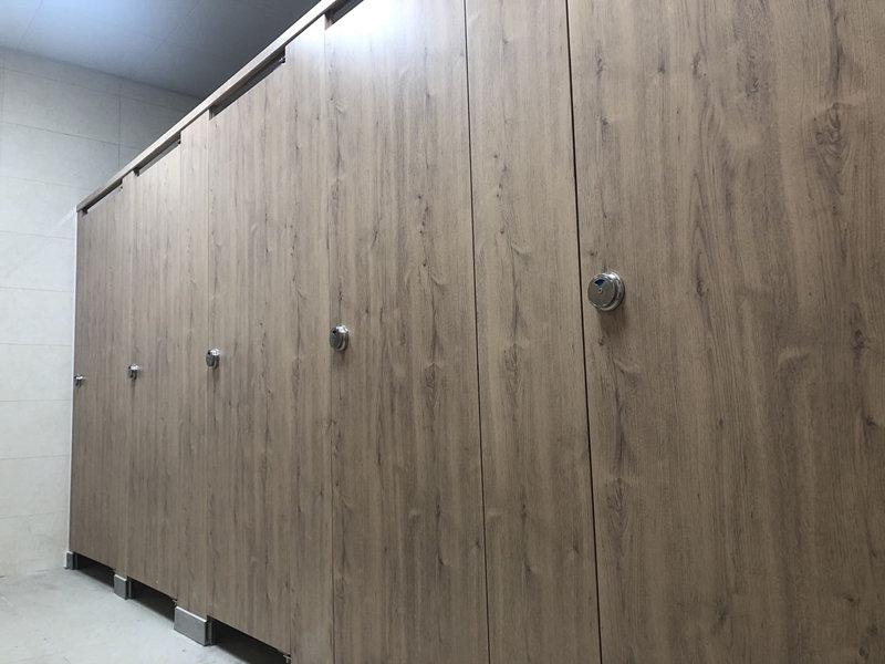 北京通州公厕改造项目拉杆式金属卫生间隔断
