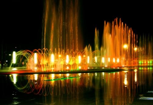 浅析喷泉设备在现代水景中的作用