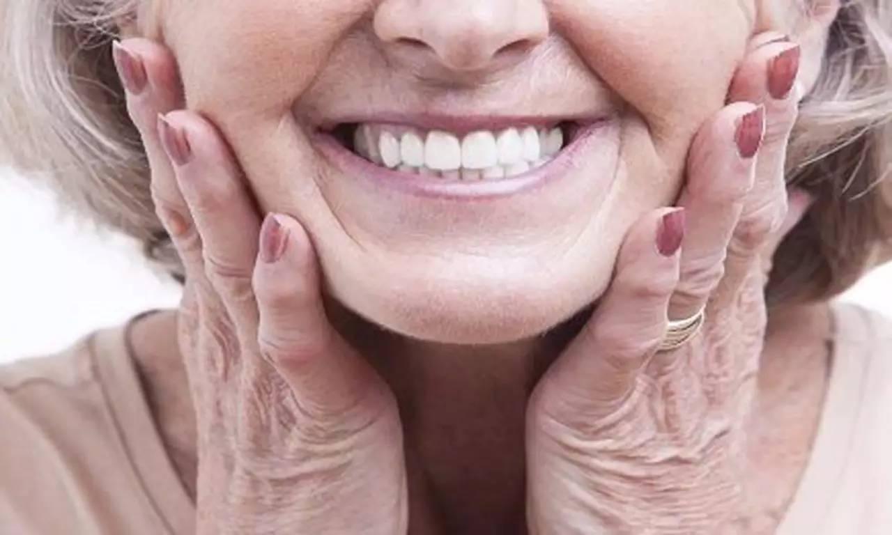 老人牙齿健康管理