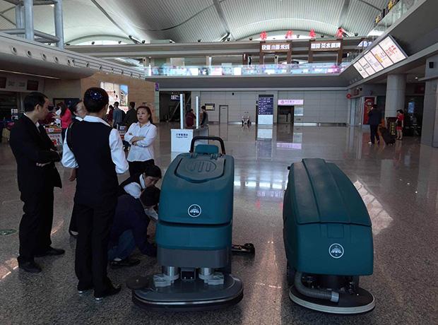 成都驾驶式洗地机销售成功案例:重庆江北国际机场