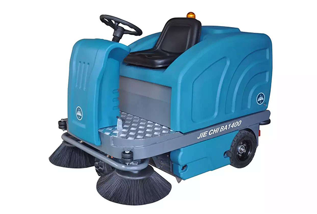 小贴士:这样做可延长成都驾驶式扫地机电瓶寿命