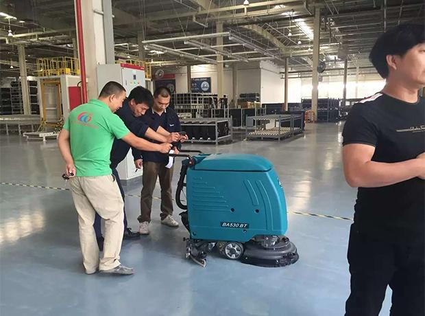 成都全自动洗地机厂家设备销售成功案例:北京奔驰