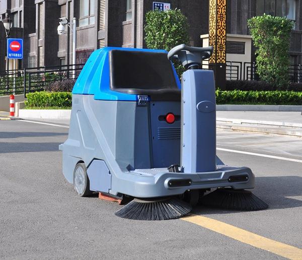 手推式洗地机怎么使用?有哪些注意事项?