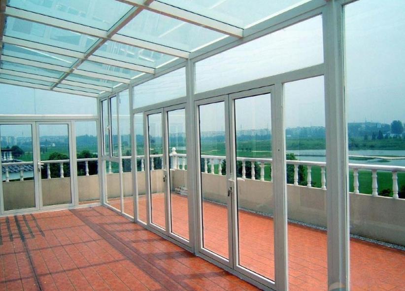 阳光板和钢化玻璃那个更实用有效呢?