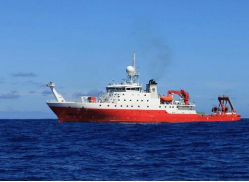 """新型地球物理综合科考船""""实验6""""号下水"""