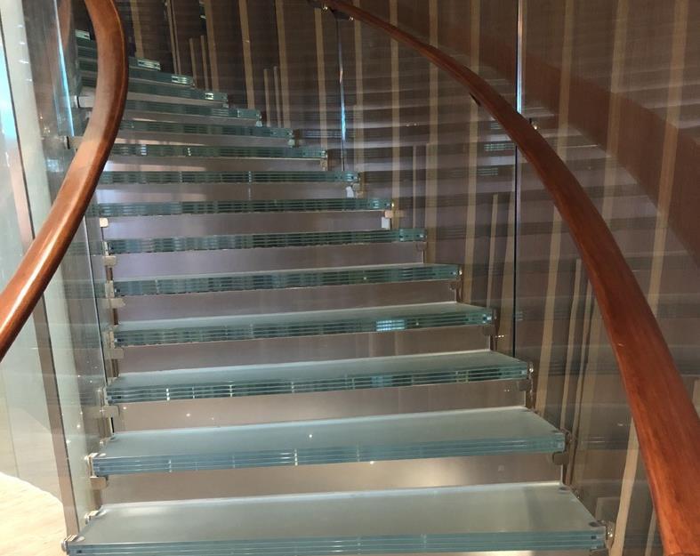 乌兰察布镂艺夹胶玻璃楼梯