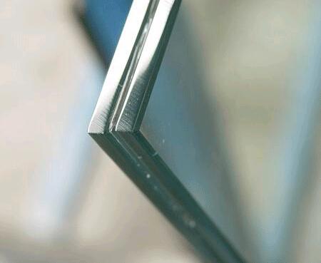 如何防止夹层玻璃生锈呢?