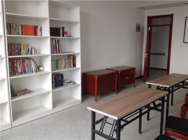 恩光养老院阅览室