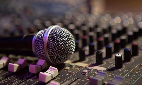 你一定要知道參加播音主持藝考需要的一些條件