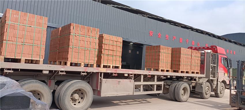 陕西省西安市高新区的工地黄色陶砖配送中