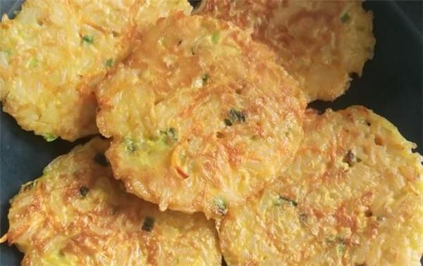 面粉可以做什么好吃又简单的早餐?米饭鸡蛋饼及软饼制作这么简单!