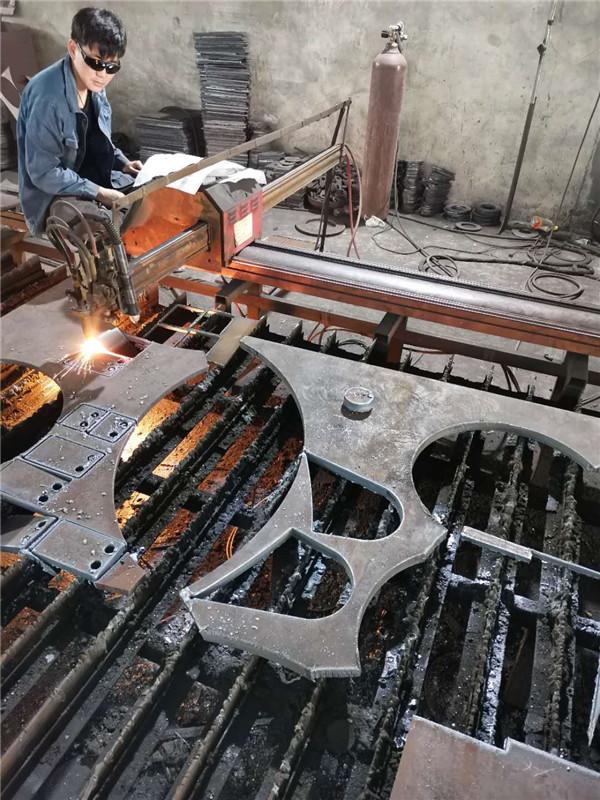 钢体加工割料过程