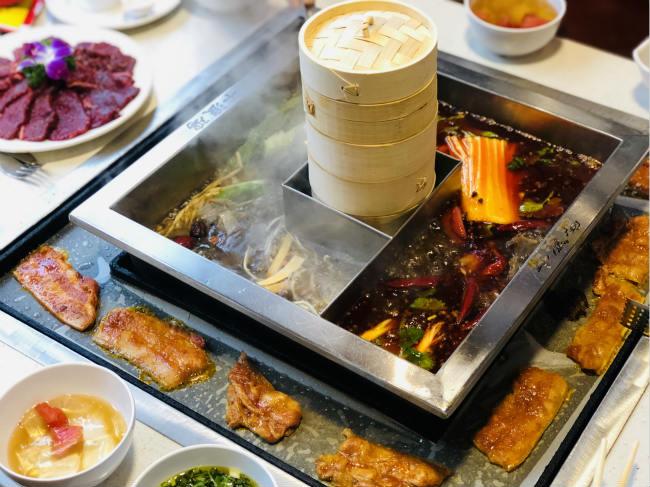 涮烤一体锅一锅三吃,火锅烤肉与粗粮这里都有!