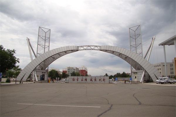 大学生创新创业孵化基地主入口钢结构大门工程