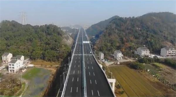 路泽太高架快速路航拍图