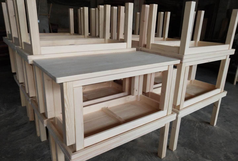 桌椅堆放处