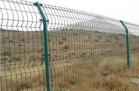 双边护栏网与双圈护栏网的属性有哪些不同