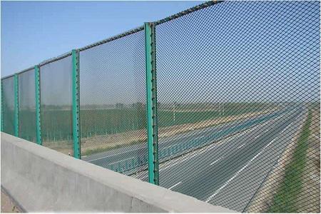 公路安全护栏网设计与安装的注意事项