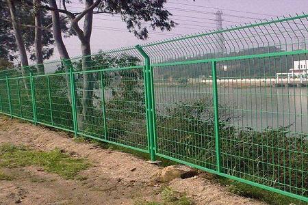 关于铁路护栏网的生产有工艺要求吗