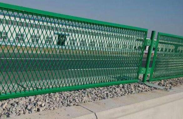 兰州公路护栏网是采用什么样的金属生产的