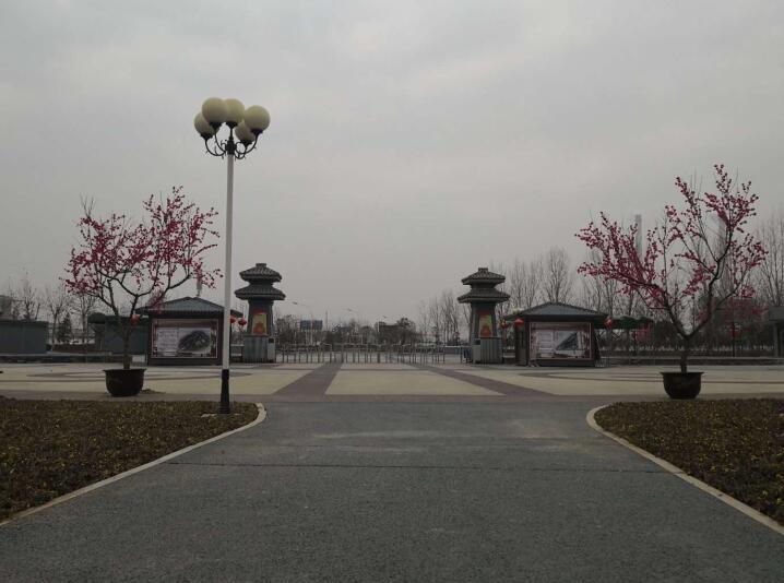 文景山公园西大门广场(彩色透水混凝土)