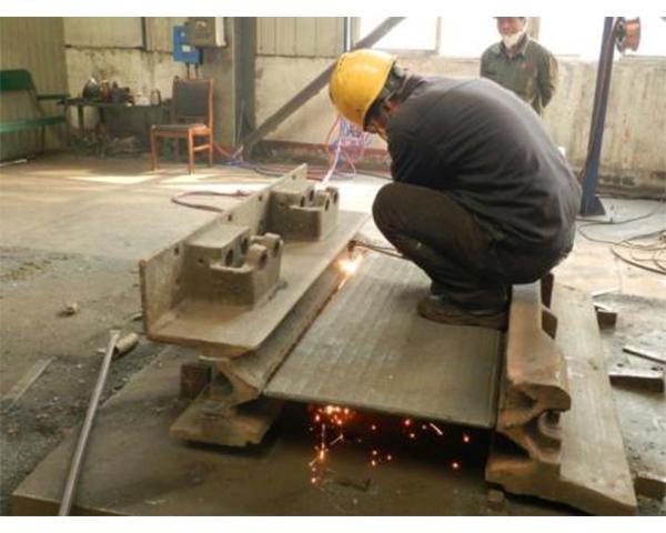 厂区平台及焊接实景作业中