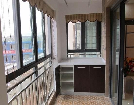 南阳静弛门窗----是先封阳台还是先铺瓷砖?