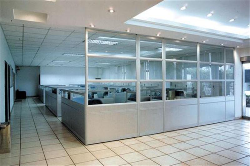 南阳静弛门窗告诉你办公隔断必须要有的作用是什么?