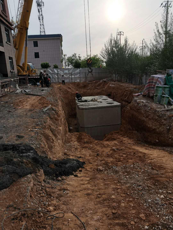 关于水泥预制检查井安装施工的下管方法的介绍
