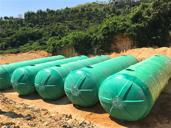 玻璃钢储水池的相关知识——玻璃钢蓄水池根据其地形和土质条件可以修建在地上或地下