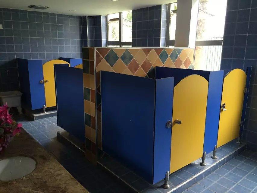 成都卫生间隔断厂家教你如何选择卫生间隔断