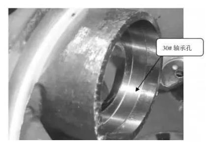 高精度减振镗刀加工轴承孔