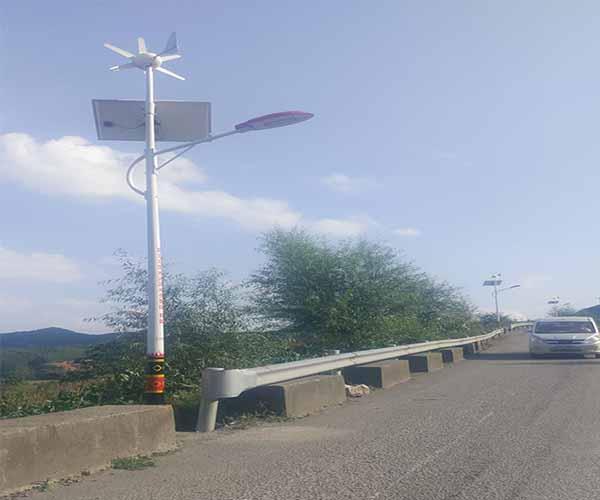 太阳能路灯主要包含哪些结构和部件?