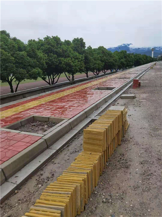 路沿石安装施工现场