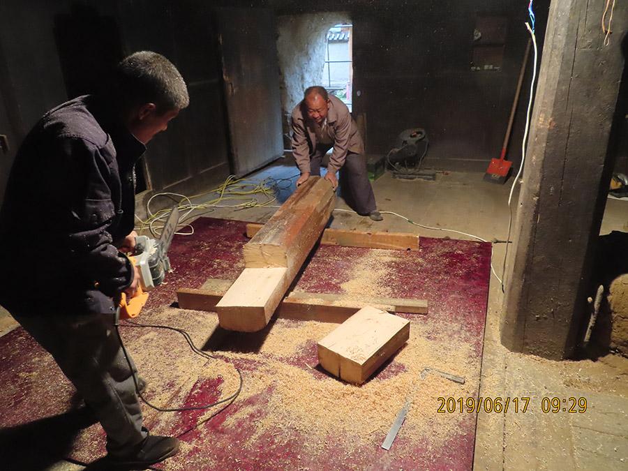 靖远李氏木结构为俄界会议遗址一级文物进行修缮