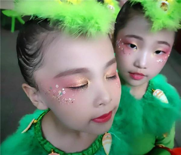 儿童舞台化妆