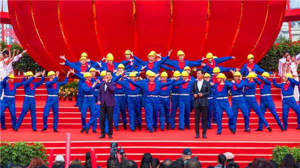 红歌大合唱比赛,应该穿什么样的合唱服装?指挥又应该穿什么样的服装?