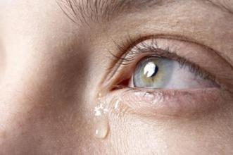 眼睛干涩不适怎么按摩?什么程度是你该洗眼了?