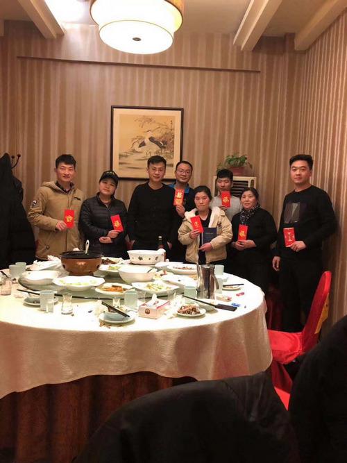春节慰问店里员工