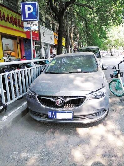 明明停在正规的停车位上,为何还会连续两次被贴罚单呢?