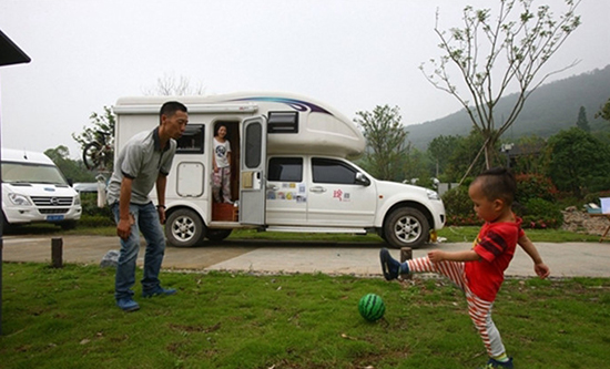【兰州房车销售】沈先生三口之家房车环游世界