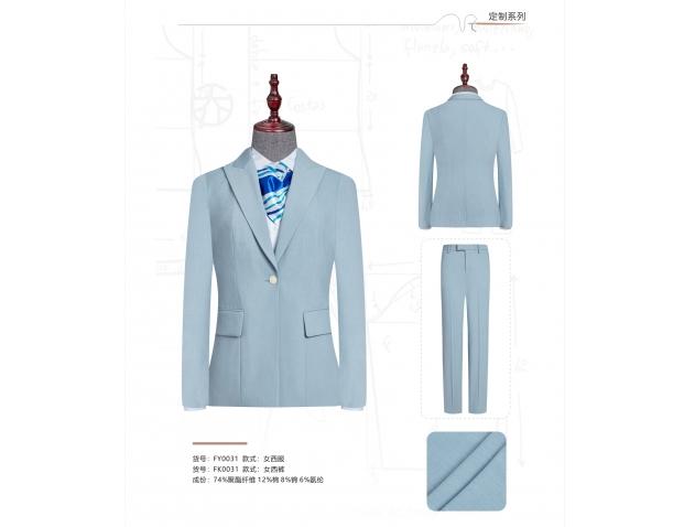 想要定制一身合适且美观的西服需要怎么做?华宇说这样就可以