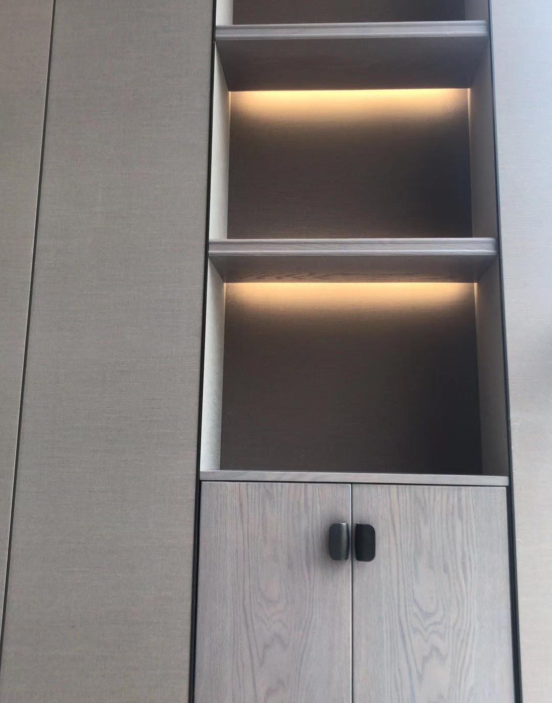 木饰面柜子